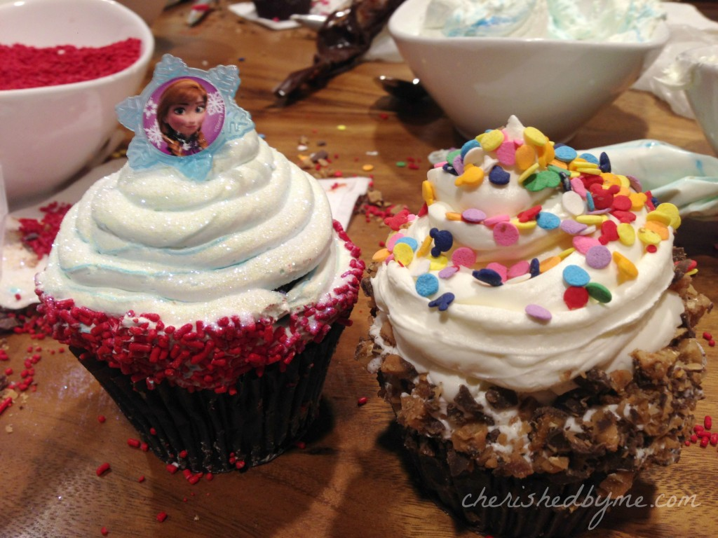 making Disney cupcakes