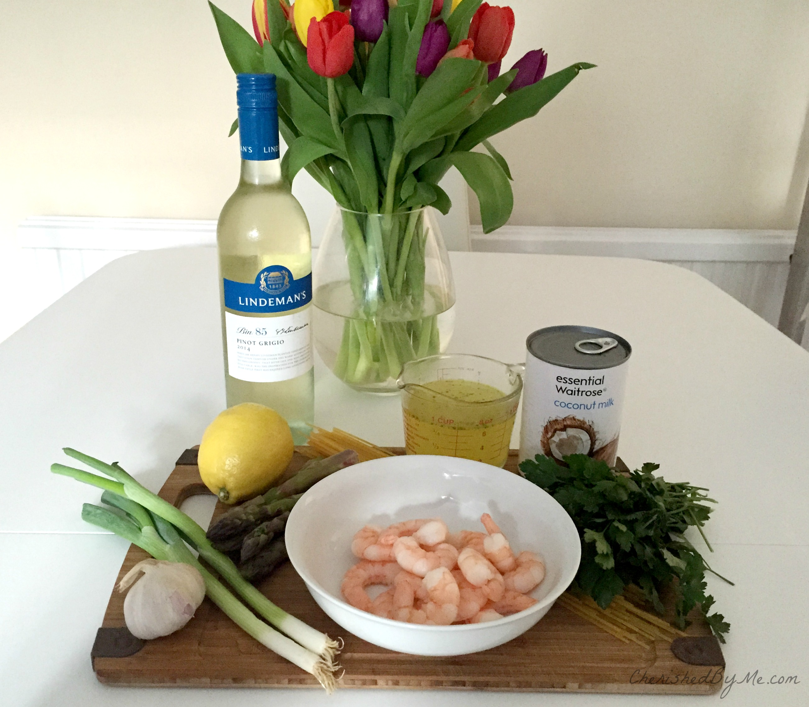 Spaghetti with prawns & asparagus in a creamy white wine & lemon sauce