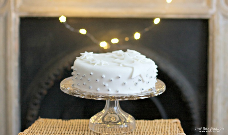 Super quick and easy last minute Christmas Cake- Cherished By Me